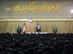 رهبر فرزانه انقلاب در دیدار هزاران نفر از بانوان قرآن پژوه