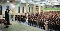 رهبر معظم انقلاب اسلامی :عدهای با سهلاندیشی و نگاه عوامانه مذاکره با شیطان بزرگ را توجیه میکنند/ مذاکره با امریکا یعنی باز کردن راه نفوذ و تحمیل