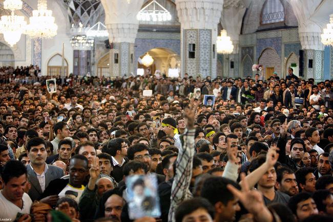 اجتماع عظیم زائران و مجاوران حضرت علی بن موسی الرضا (ع)