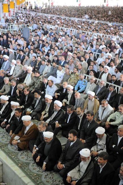 عکس حسن روحانی در اقامه نماز عید سعید فطر