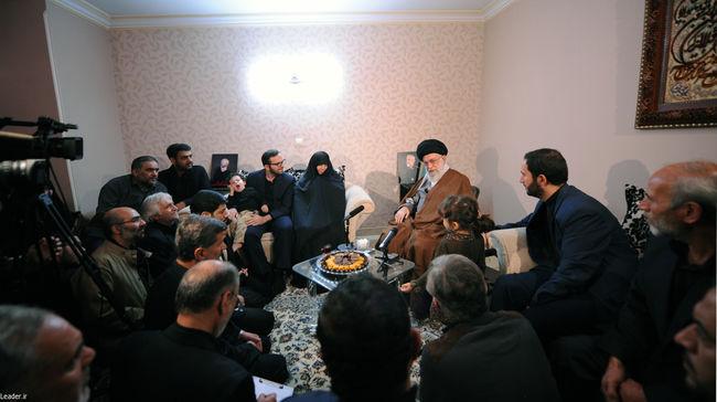حضور رهبر معظم انقلاب در منزل سردار شهید همدانی