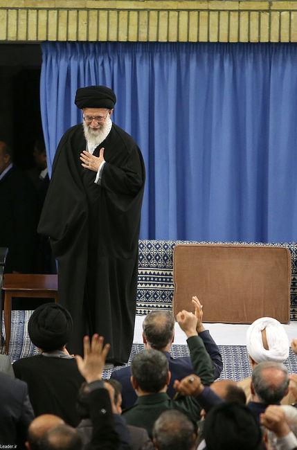 دیدار جمعی از مردم و مسئولان نظام و مهمانان کنفرانس وحدت اسلامی