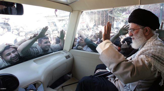 استقبال با شکوه مردم قم از رهبر فرزانه انقلاب اسلامی