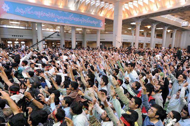 دیدار صمیمانه و پرشور هزاران نفر از دانشجویان دانشگاههای استان قم
