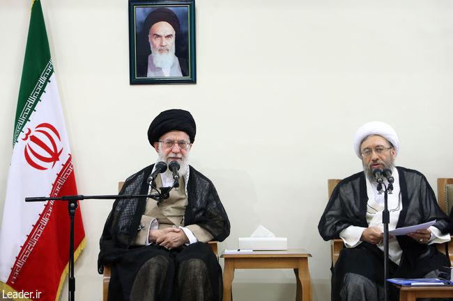 アヤトラ・カメネイはイランの司法長官と関係者と会う