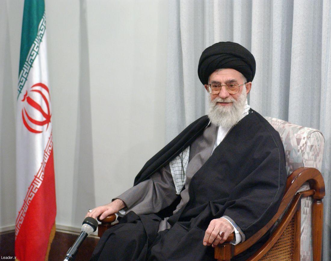 تصویر زیبا از رهبر انقلاب آیت الله خامنه ای - 6 --- عکسی با کیفیت و زیبا از رهبر معظم انقلاب آیت الله خامنه ای
