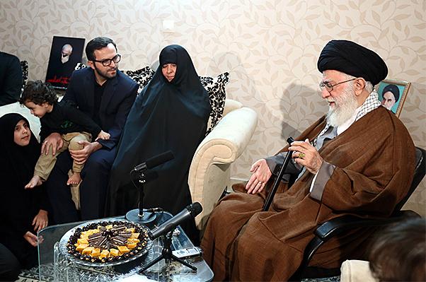 حاشیه های حضور رهبر انقلاب در منزل سردار شهید همدانی